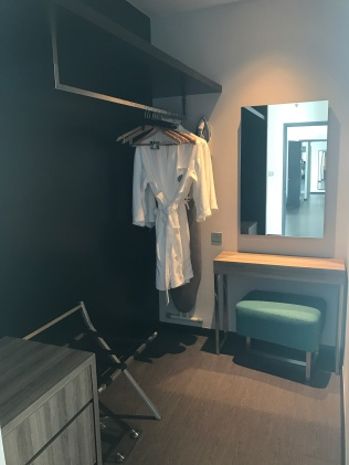 Suite walk-in wardrobe